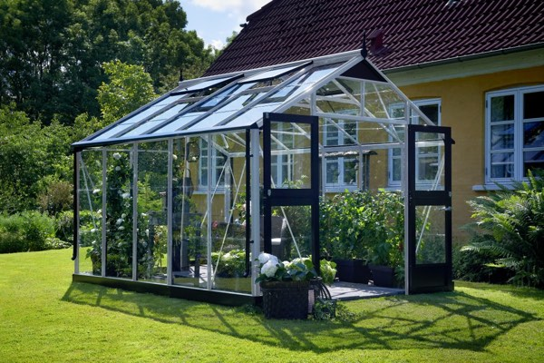 Et godt glasdrivhus at dyrke sine planter i
